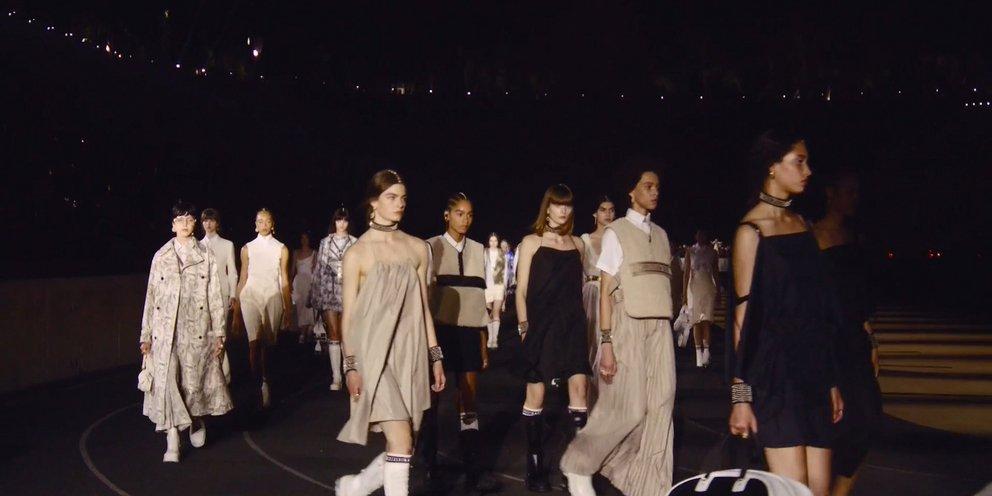 Δείτε το απίστευτο σόου Dior από το Καλλιμάρμαρο -Πυροτεχνήματα, φώτα, λαμπερές παρουσίες [βίντεο] | ΖΩΗ
