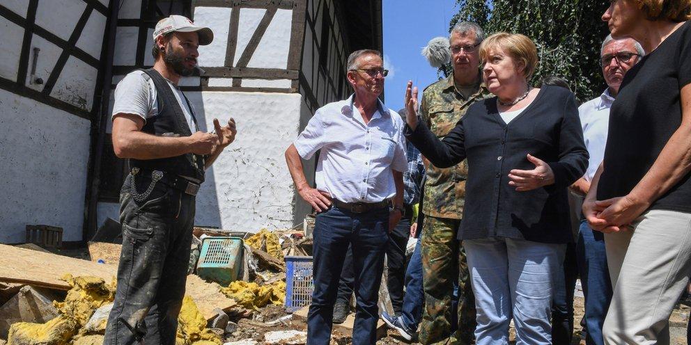 Μέρκελ: Υποσχέθηκε ταχεία χορήγηση οικονομικής βοήθειας στις πληγείσες περιοχές   ΚΟΣΜΟΣ