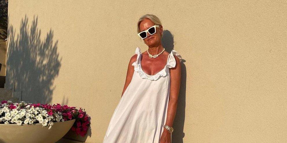 Το λευκό φόρεμα από τα H&M που θα λατρέψουν οι γυναίκες άνω των 50 -Αέρινο άνετο και στιλάτο