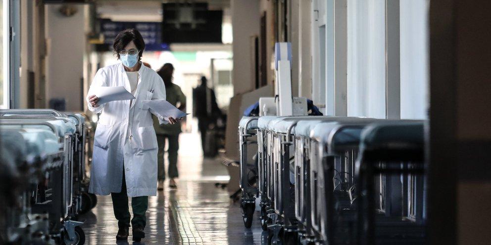 Λαζανάς: Αυξάνονται οι εισαγωγές στα νοσοκομεία -Οι εμβολιασμοί έχουν μειωθεί πάρα πολύ | ΕΛΛΑΔΑ