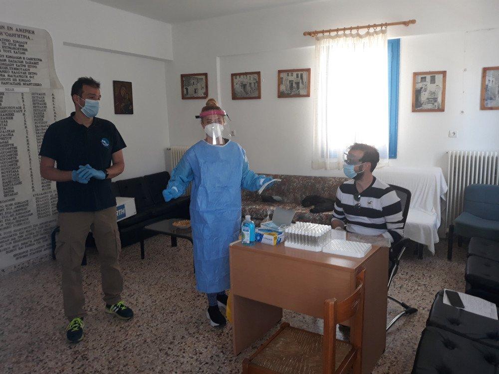 Γιατροί του ΕΟΔΥ στο ιατρείο της Κιμώλου