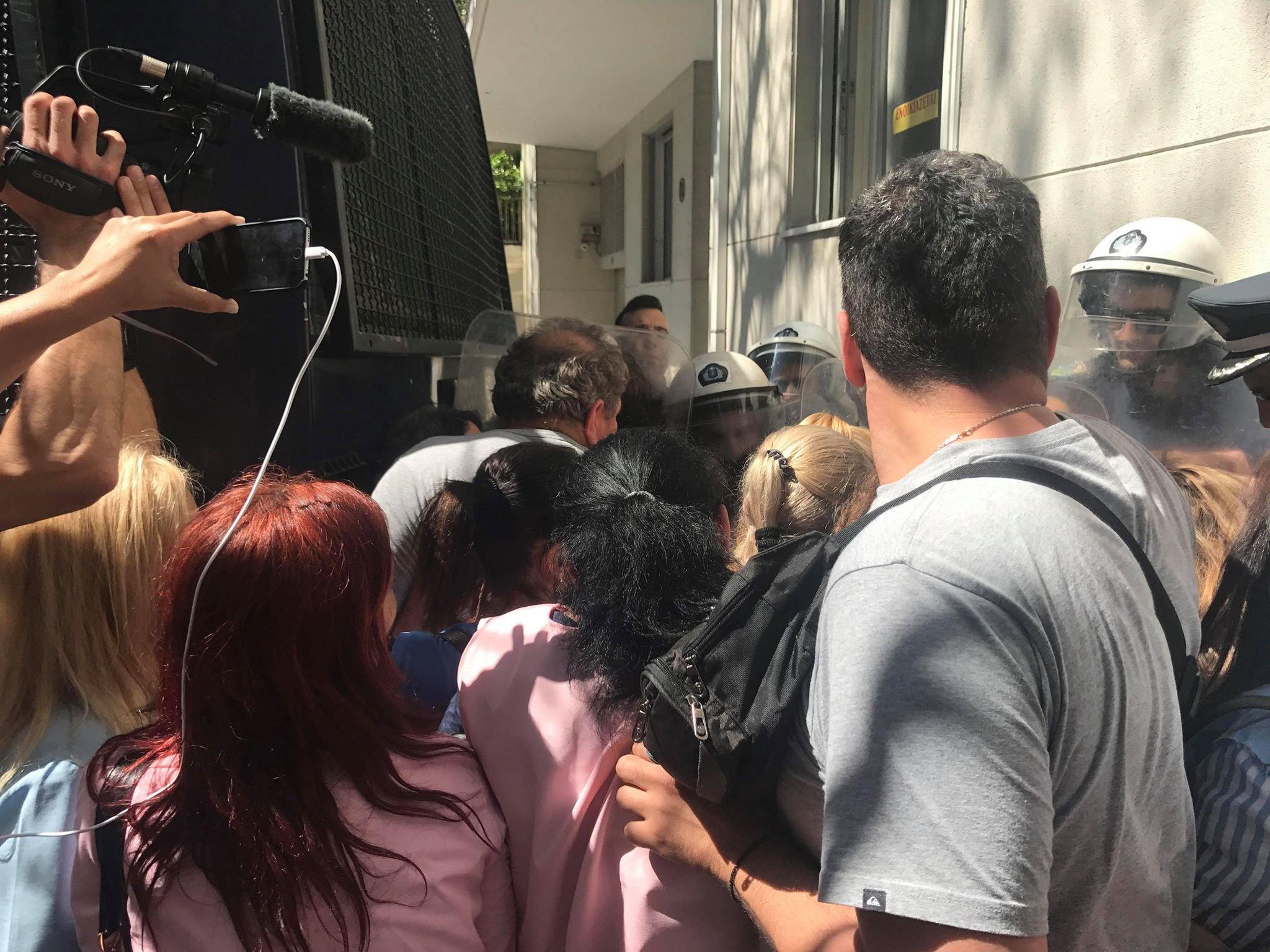 Οι διαμαρτυρόμενοι ζητούν συνάντηση με ανθρώπους του πρωθυπουργού