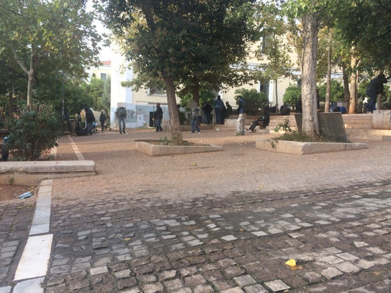 Ναρκομανείς κάνουν χρήση στο παρκάκι δίπλα στη Νομική Αθηνών