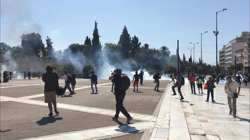 πανεκπαιδευτικό συλλαλητήριο μολότοφ και δακρυγόνα στο Σύνταγμα